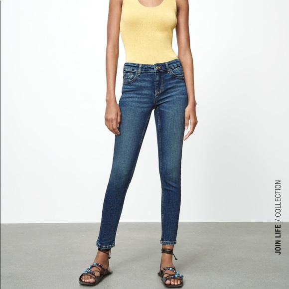 ZARA mid rise med. wash skinny jeans 6 EUC